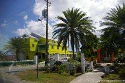Yellow building in Antigua.jpg